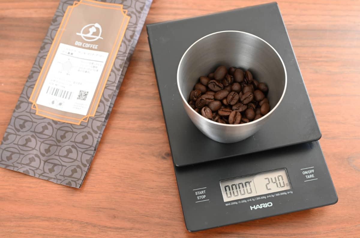 土居珈琲『ニカラグア サンタ・マリア・デ・ローデス農園』コーヒー豆の計量