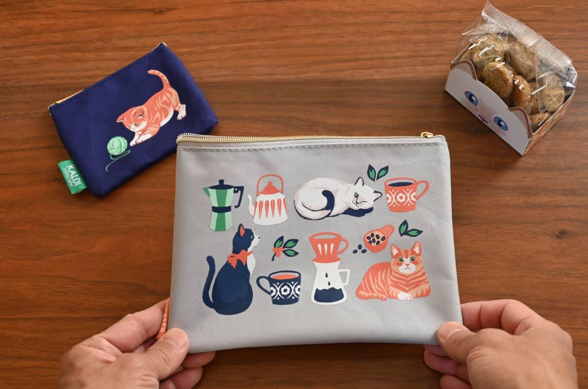 カルディ【焙煎珈琲】ニャンコーヒーセット オリジナルブレンド 「紅茶とカシューナッツのクッキー」と「オリジナルフラットポーチ2種」